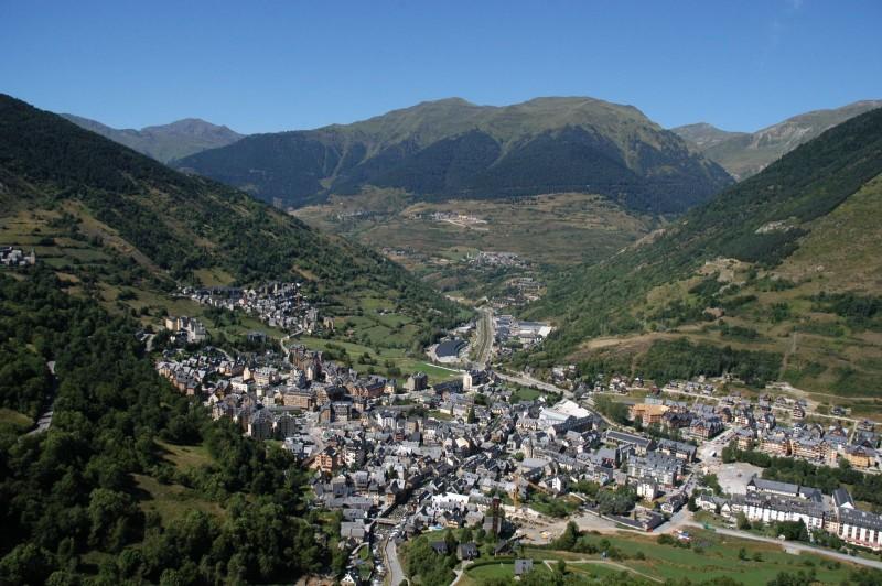 Vista aérea de Vielha. Foto by thaoweb
